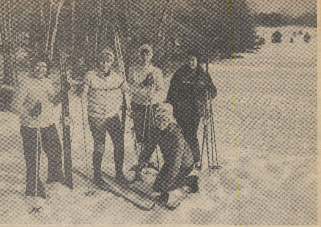 1977: Ski outing with Claire Schmitt, Marilyn Engeles, Mary MacDonald, Claire Kennecott and Beverly Kingsley (kneeling).
